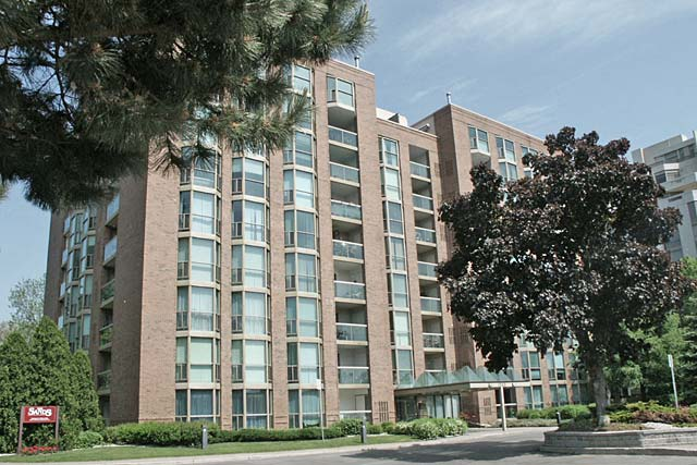 1225 North Shore Boulevard East, Burlington - The Sands condominiums in downtown burlington.