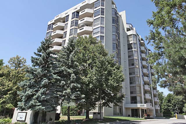 1237 North Shore Boulevard East, Burlington - Harbourlights condominium in Downtown Burlington.