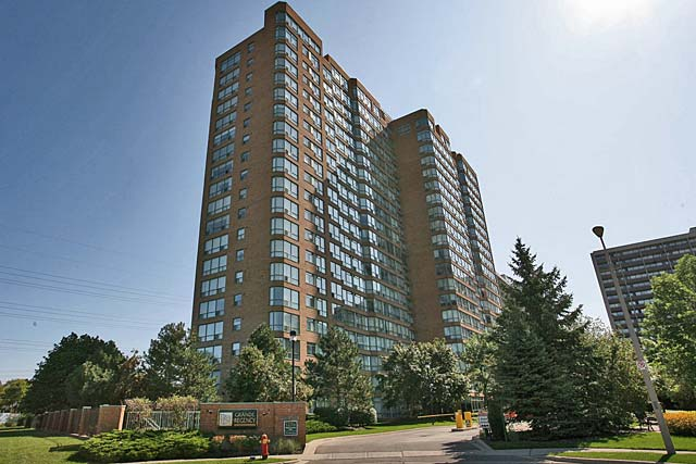 1276 Maple Crossing Boulevard, Burlington - Grande Regency condominiums in downtown Burlington.