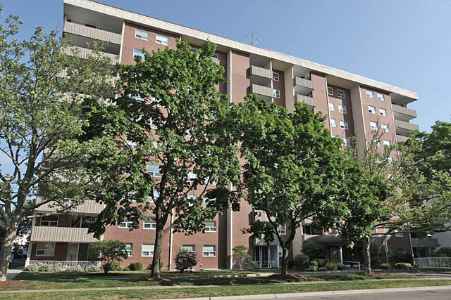 1415-1425 Ghent Avenue, Burlington - Saratoga Village condominiums in dowtown Burlington.