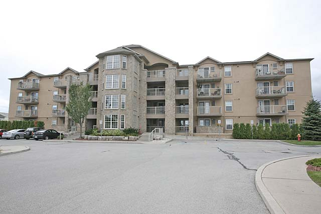 1800-1830 Walkers Line, Burlington - Woodbridge Condominiums in Tansley.