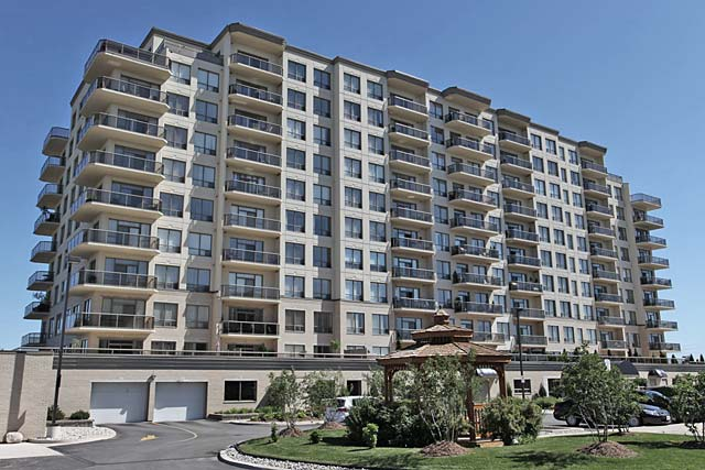1998 Ironstone Drive, Burlington - Millcroft Place condominiums in Corporate neighbourhood of Burlington.