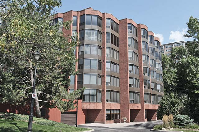 2121 Lakeshore Road, Burlington - Village Gate condominiums in downtown Burlington.