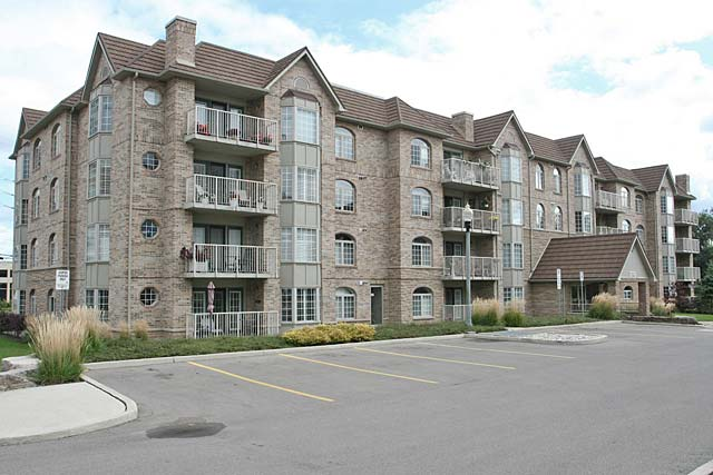 216 Plains Road West, Burlington - Oaklands Green condominiums in Aldershot Village.
