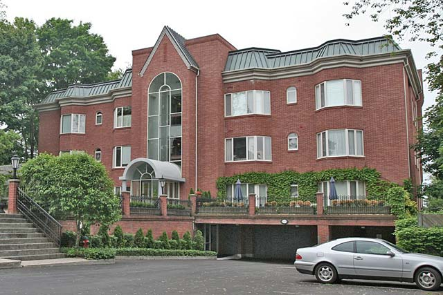 2220 Lakeshore Road, Burlington - Brants Landing condominiums near downtown Burlington.