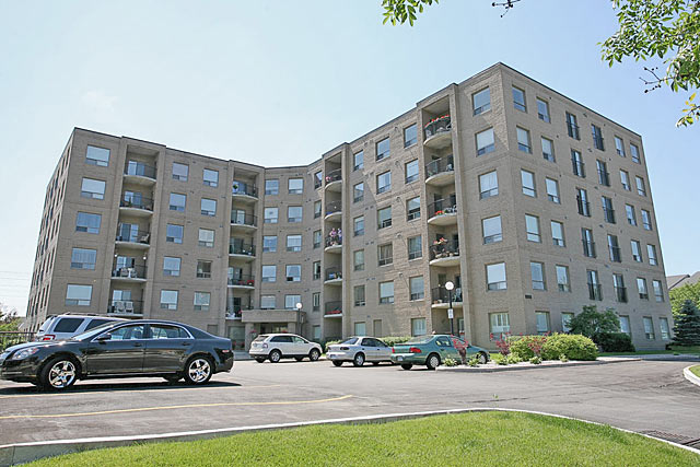 3497 Upper Middle Road, Burlington - The Chelsea condominiums in Headon Forest.