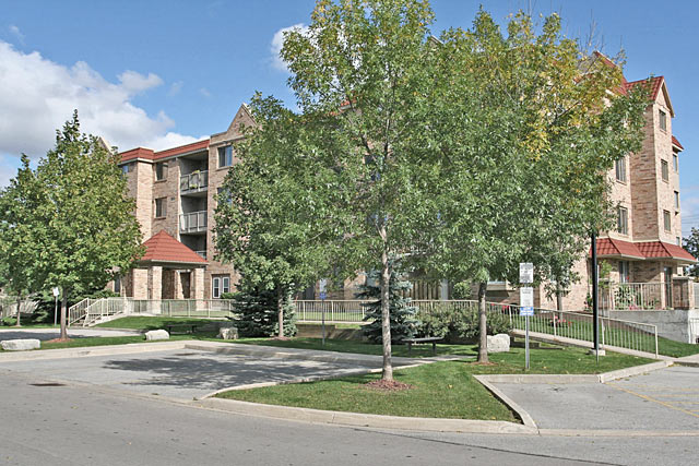 3499 Upper Middle Road, Burlington - Walkers Square condominiums in Headon Forest.