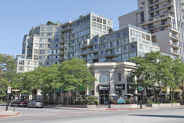 415 Locust Street, Burlington - Harbourview condos in downtown Burlington.