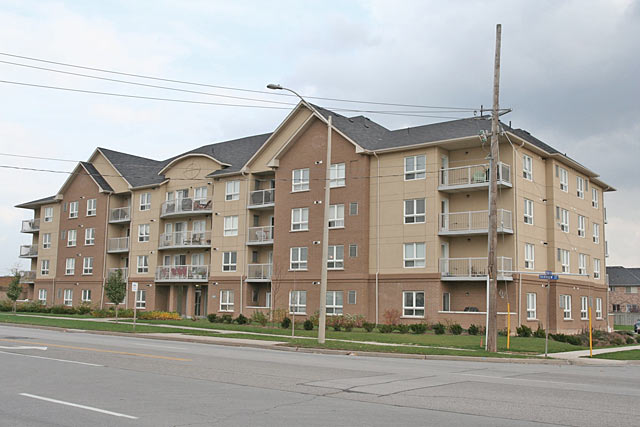 4450 Fairview Street, Burlington - Taylor Grove condominiums near Appleby and Fairview.